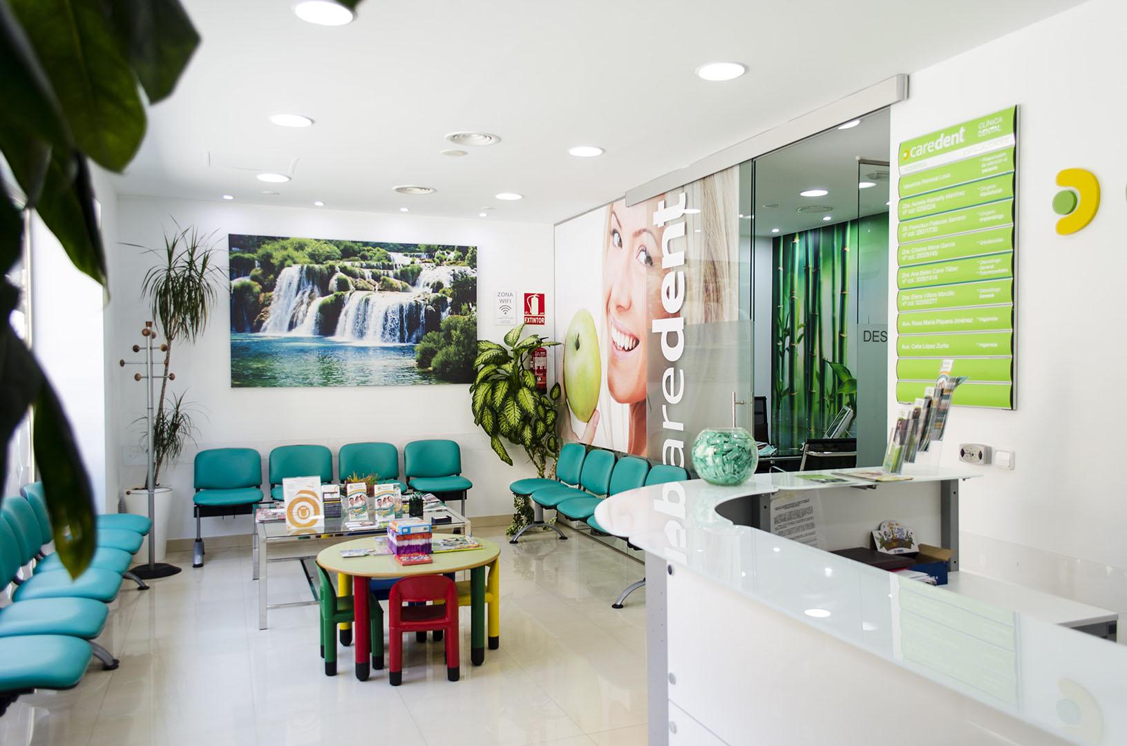 Caredent Albacete clínica dental - Sala de espera