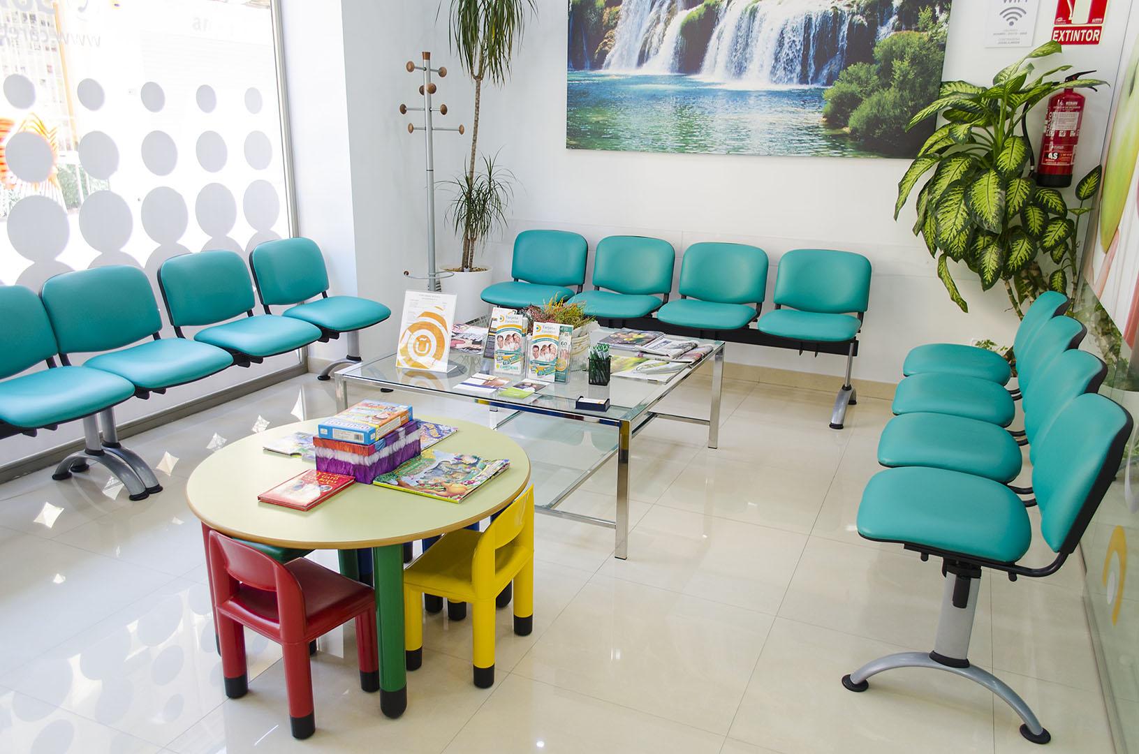 Caredent Albacete clínica dental - Sala de espera 2