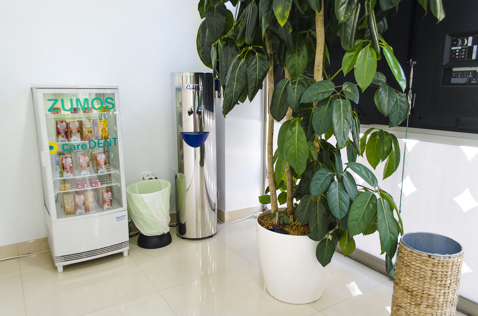 Caredent Albacete clínica dental - maquinas de bebidas