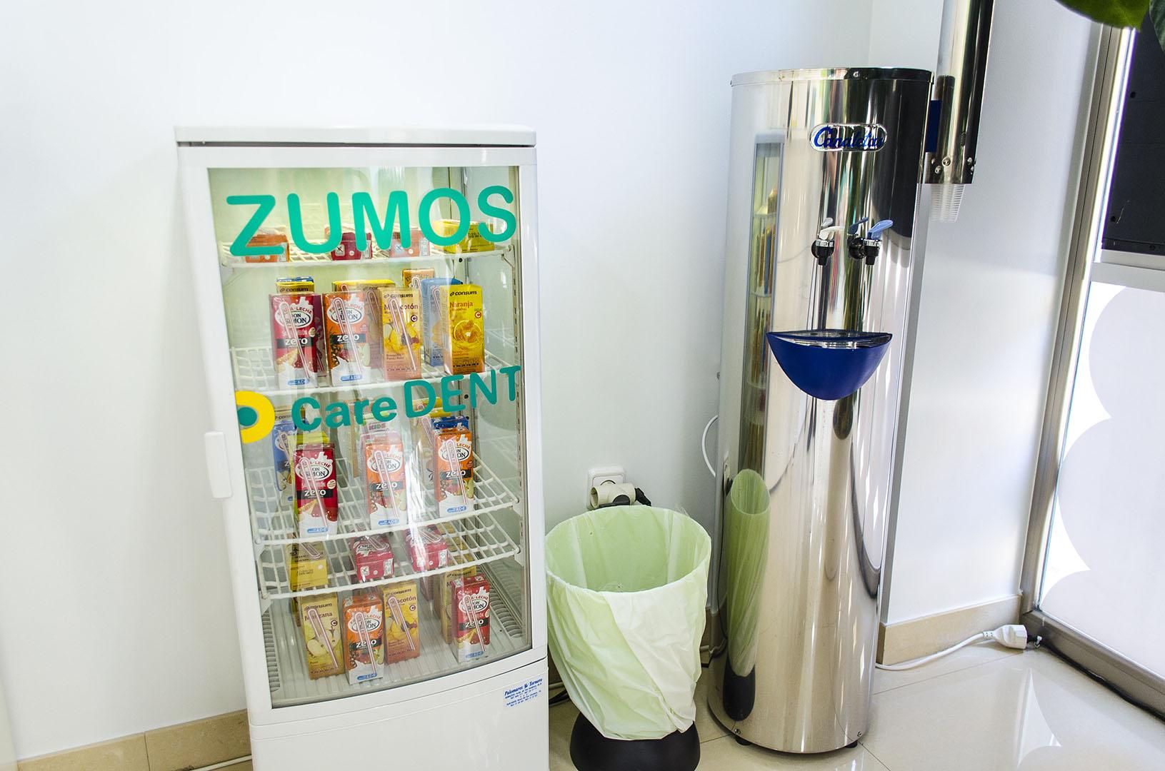 Caredent Albacete clínica dental - detalle maquinas de bebidas