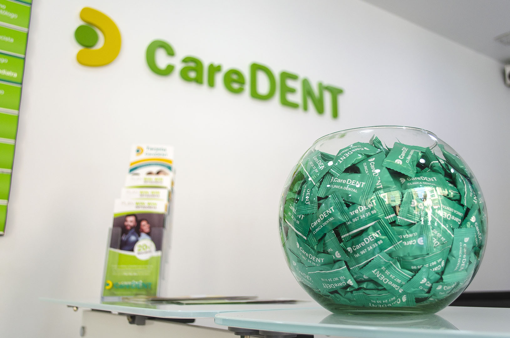Caredent Albacete clínica dental - detalle mostrador
