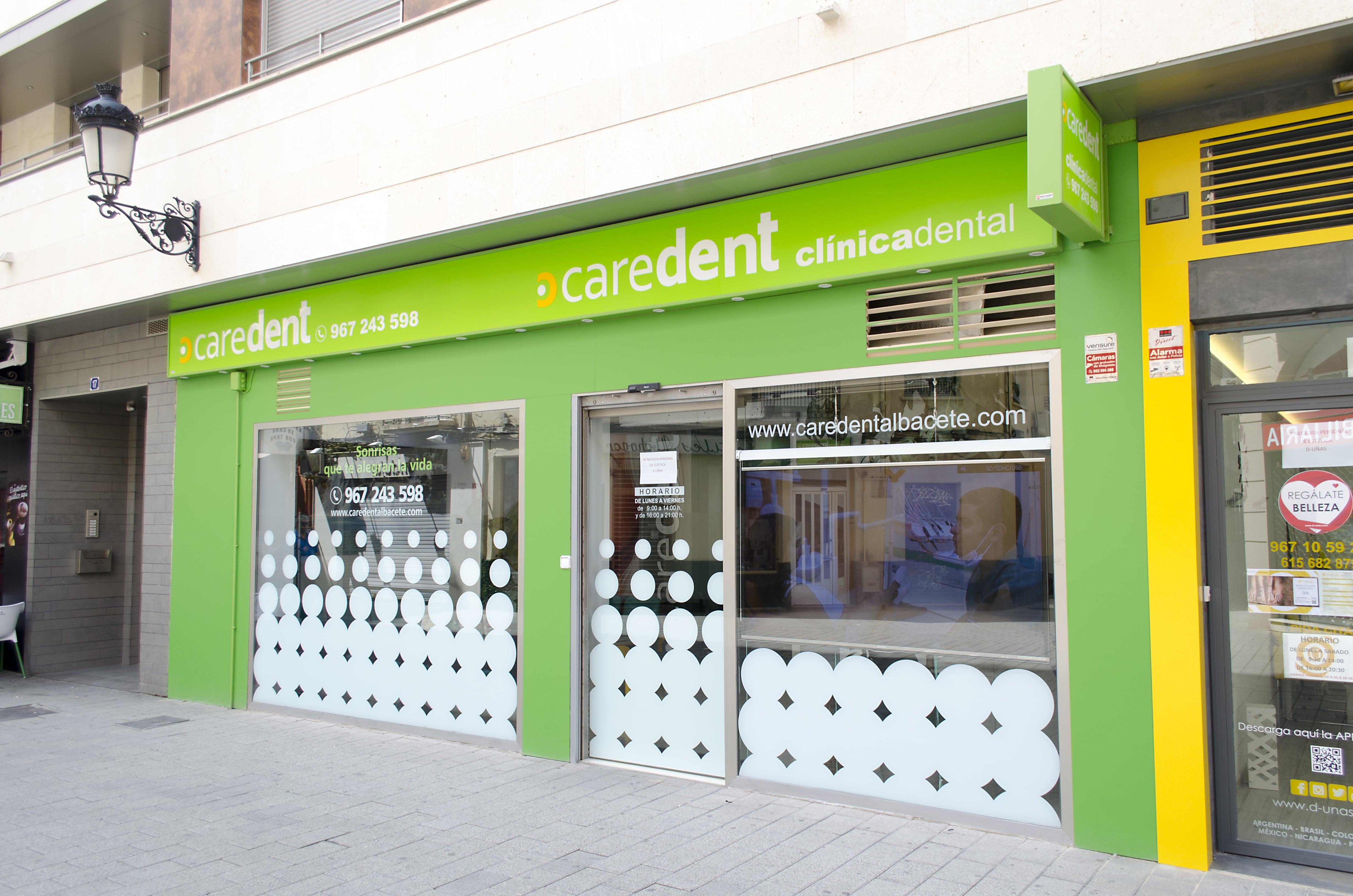 Caredent Albacete clínica dental - fachada