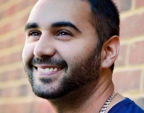 sonrisa perfecta tras cirugía bucal